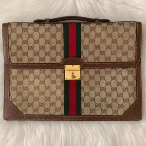 Spacious gucci bag!!